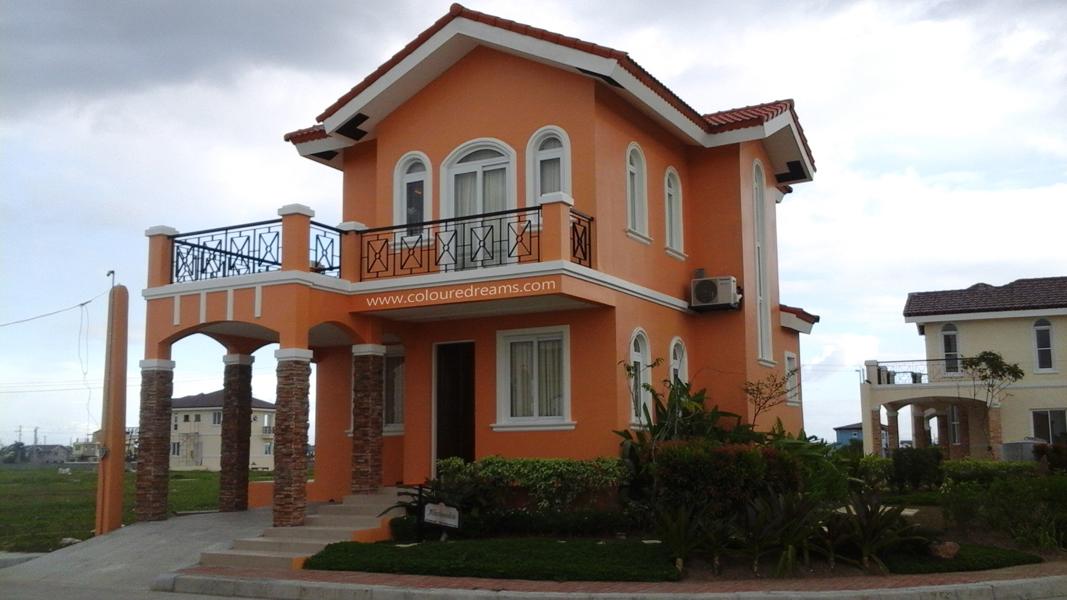 Alessandra model house